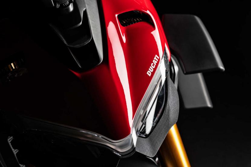 MY20_DUCATI_STREETFIGTHER V4 S_25_UC101682_Preview
