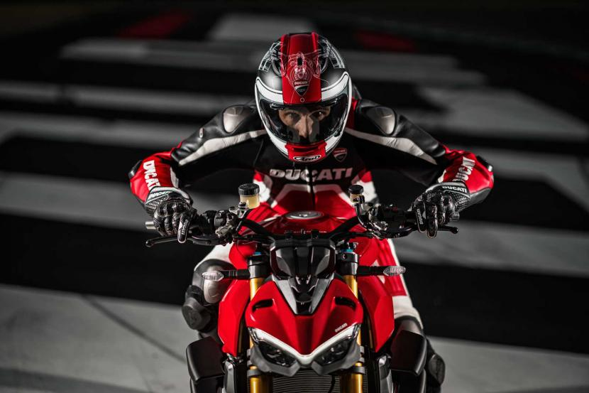 MY20_DUCATI_STREETFIGHTER V4 S_AMBIENCE_04_UC101668_Preview
