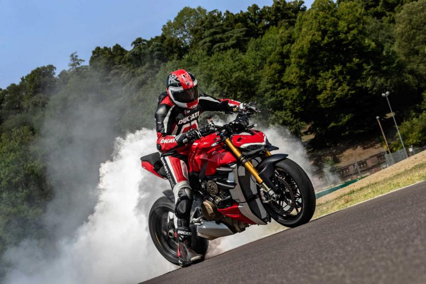 MY20_DUCATI_STREETFIGHTER V4 S_AMBIENCE_28_UC101649_Preview