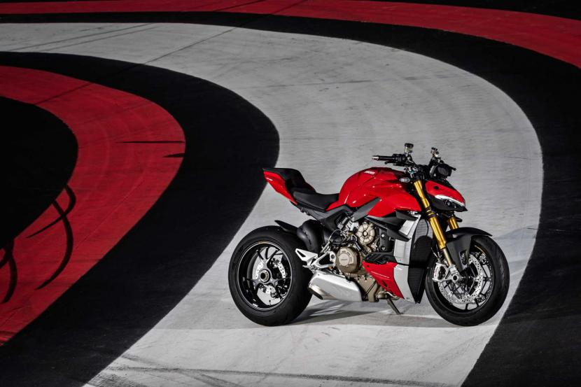 MY20_DUCATI_STREETFIGHTER V4 S_AMBIENCE_40_UC101661_Preview