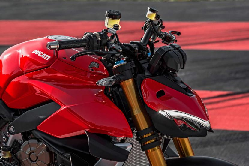 MY20_DUCATI_STREETFIGHTER V4 S_AMBIENCE_30_UC101652_Preview