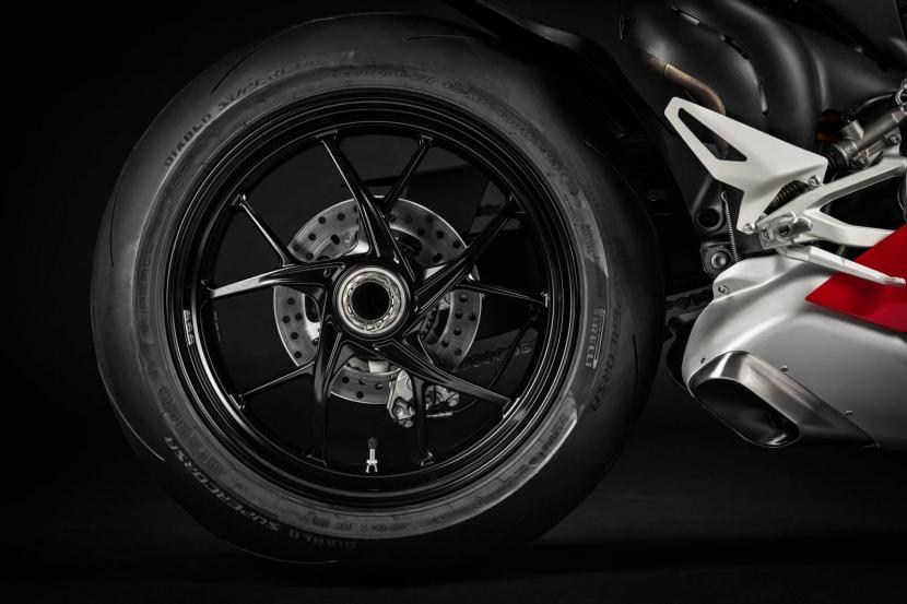 MY20_DUCATI_PANIGALE V4_12_UC101545_Preview