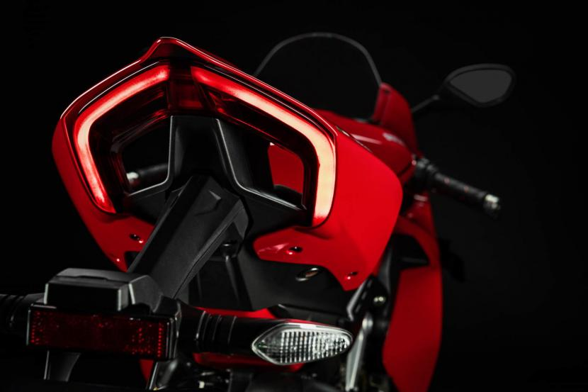 MY20_DUCATI_PANIGALE V4_16_UC101551_Preview