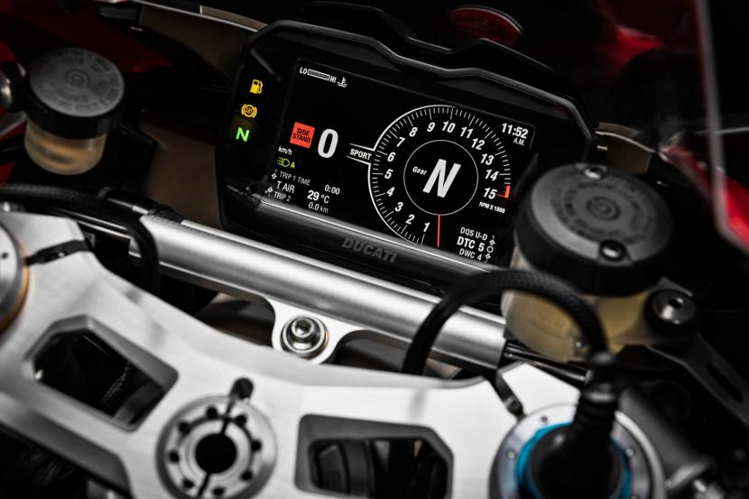 MY20_DUCATI_PANIGALE V4_19_UC101553_Preview
