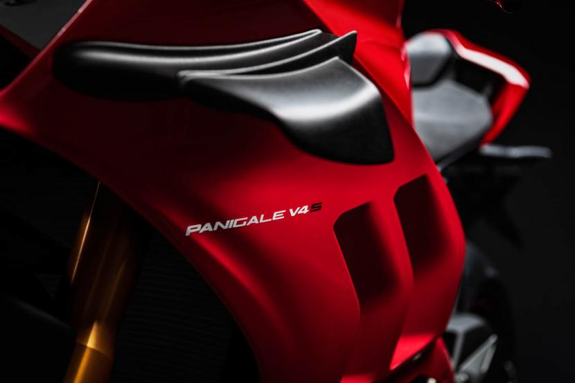 MY20_DUCATI_PANIGALE V4_23_UC101557_Preview