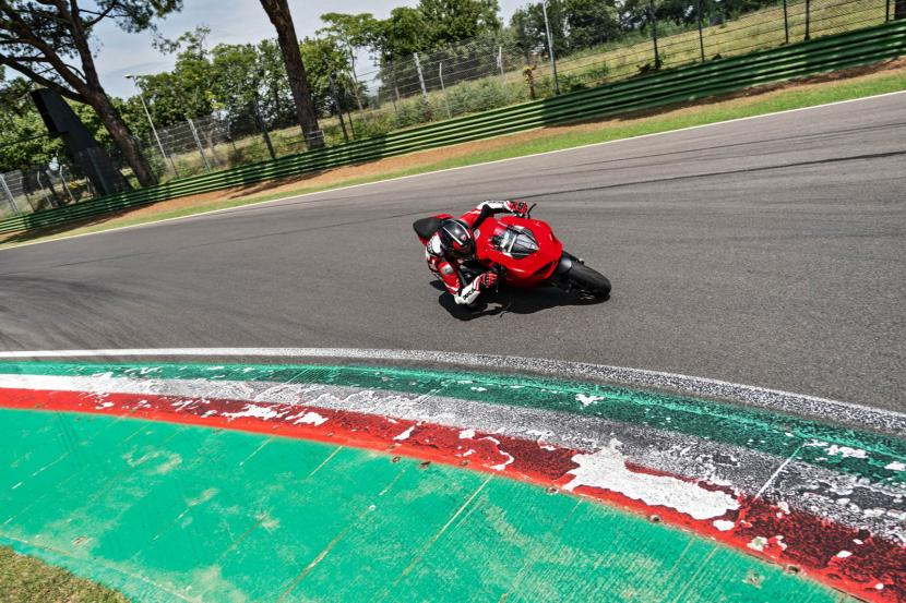 DUCATI_PANIGALE V2_AMBIENCE_04_UC101495_Preview