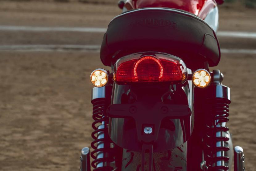 LED-rear-light-and-indicators-ON