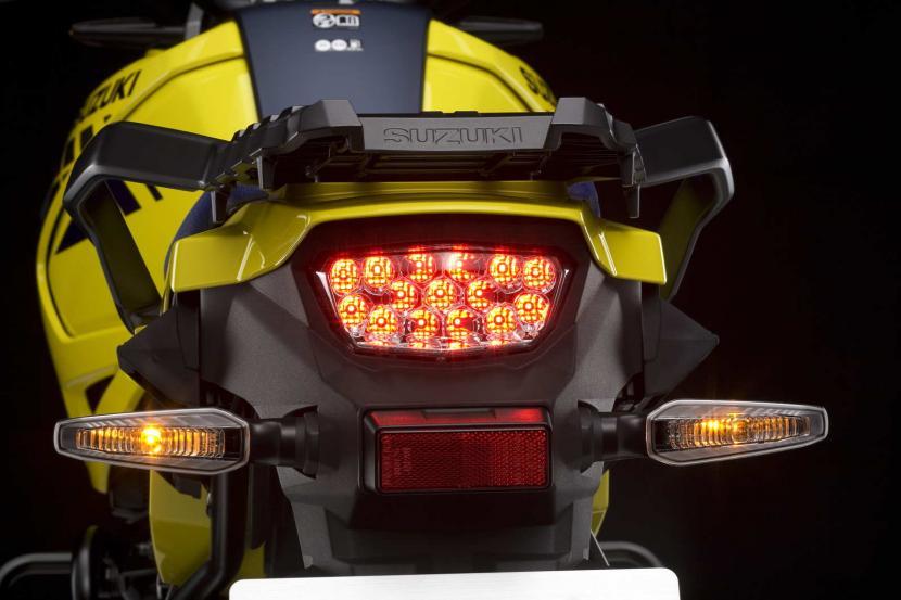 DL1050RCM0_rear_combination_light