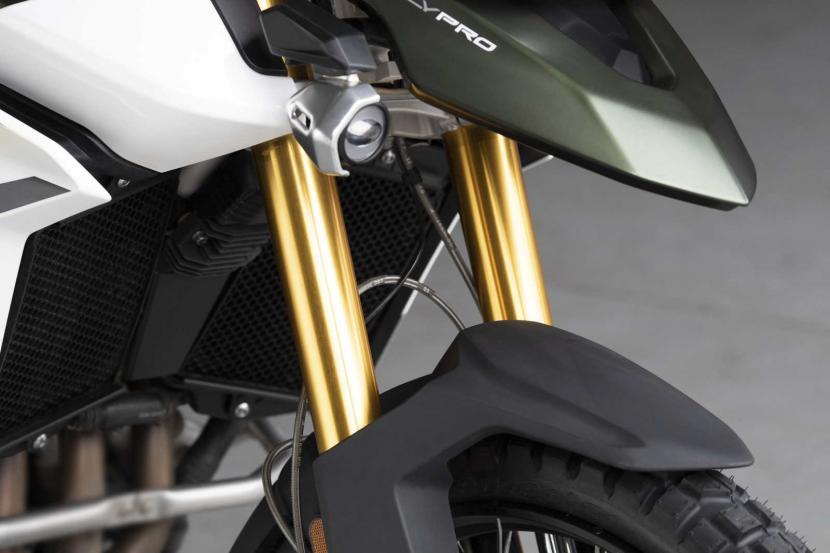 tiger-900-rally-pro-detail-20MY-AZ4I0596-AB-1
