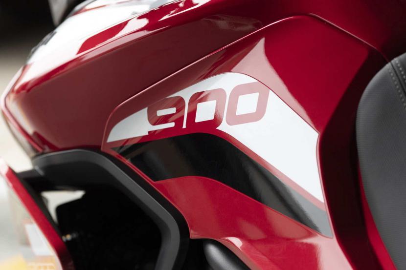 tiger-900-gt-pro-detail-20MY-AZ4I0276-AB-1