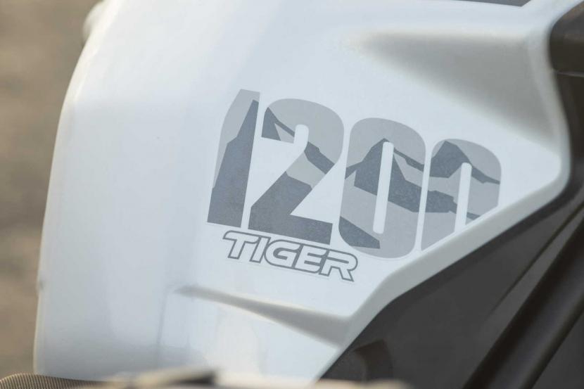 Tiger-1200-Alpine-Edition-Fuel-tank-logo