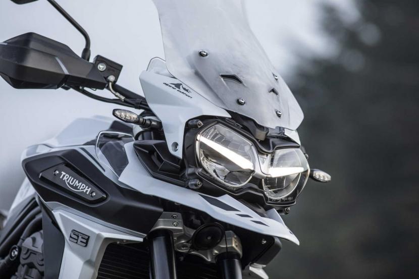 Tiger-1200-Alpine-Edition-LED-headlight