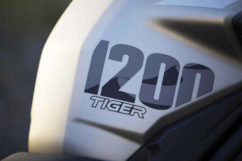 Tiger-1200-Desert-Edition-Fuel-tank-logo