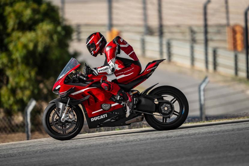 09_Ducati Superleggera V4_Action_UC145856_Preview
