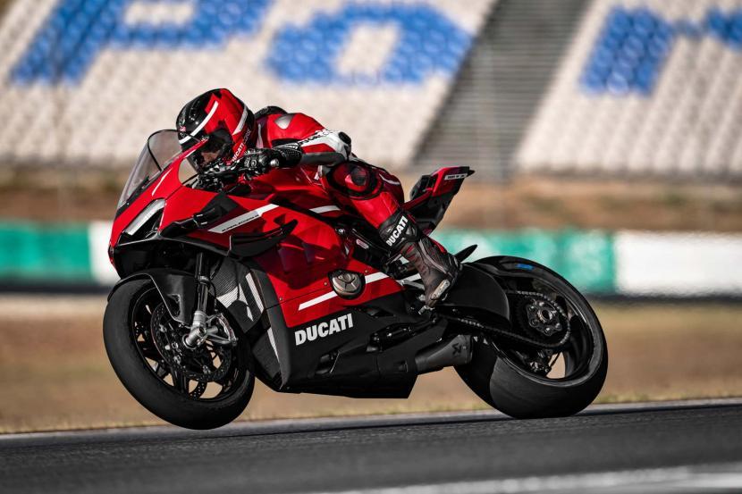 01_Ducati Superleggera V4_Action_UC145860_Preview