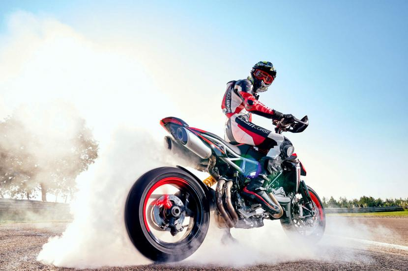 DUCATI HYPERMOTARD 950 RVE_ACTION_02_UC169742_Preview