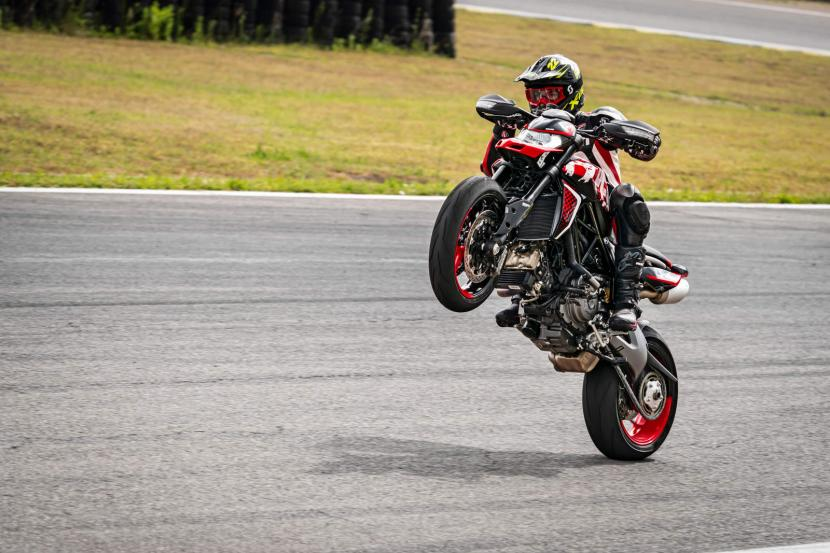 DUCATI HYPERMOTARD 950 RVE_ACTION_05_UC169753_Preview