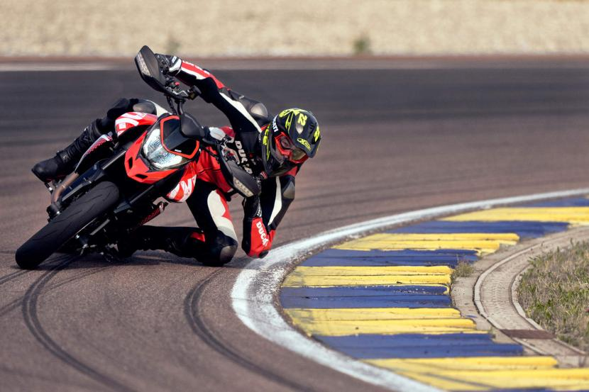 DUCATI HYPERMOTARD 950 RVE_ACTION_04_UC169751_Preview