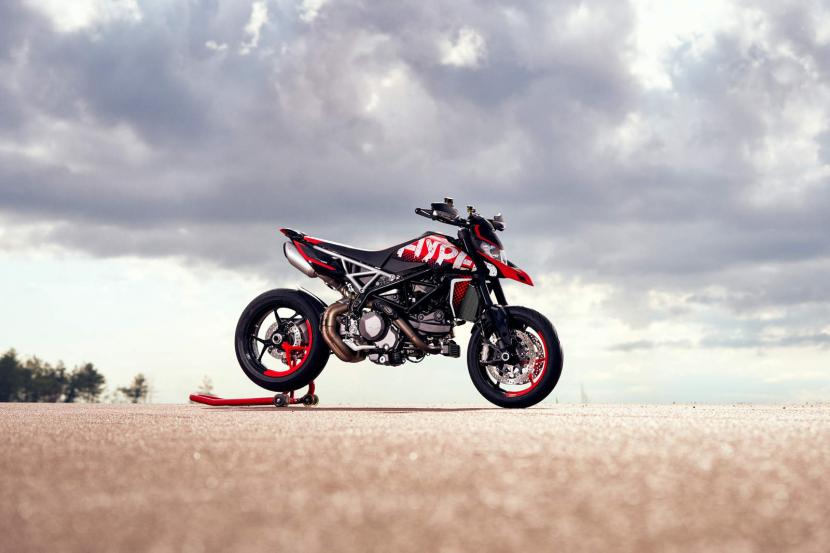 DUCATI HYPERMOTARD 950 RVE_AMBIENCE_01_UC169745_Preview