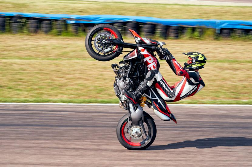 DUCATI HYPERMOTARD 950 RVE_ACTION_06_UC169755_Preview
