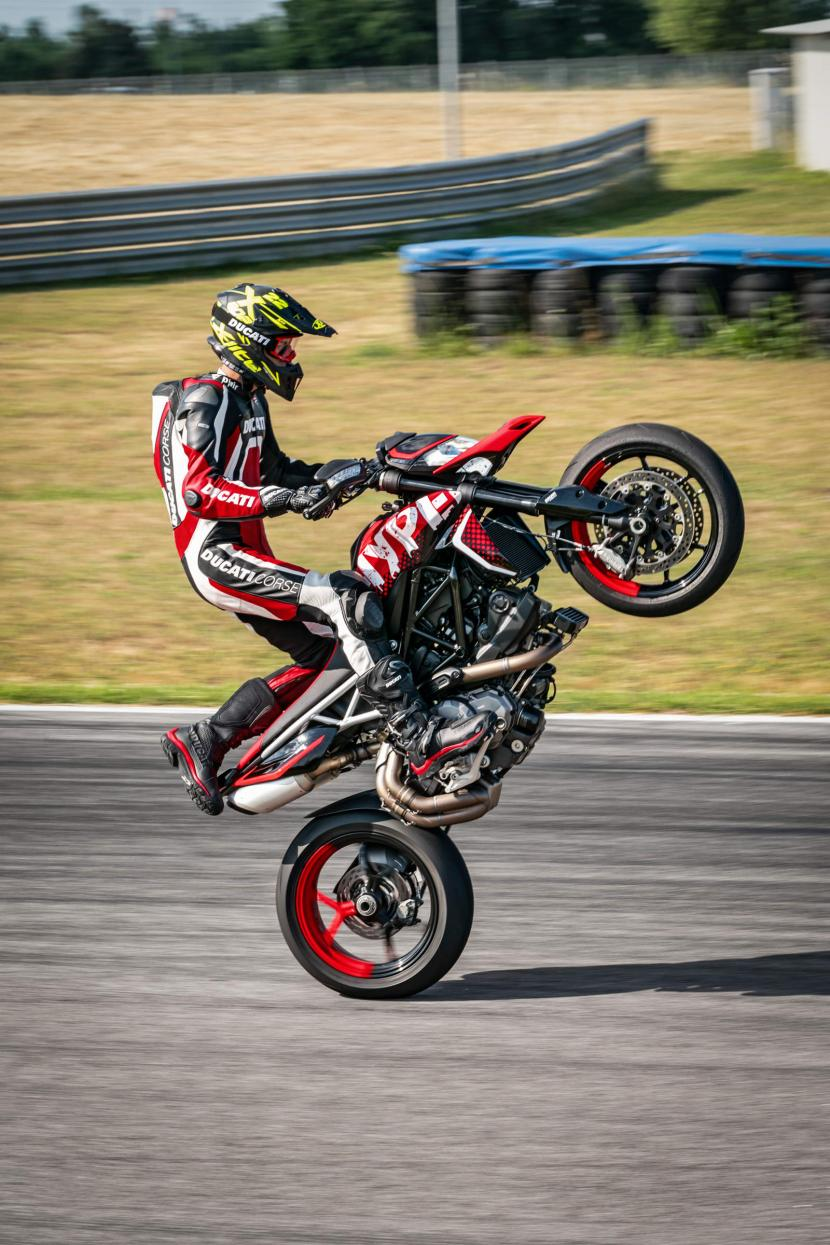 DUCATI HYPERMOTARD 950 RVE_ACTION_08_UC169754_Preview