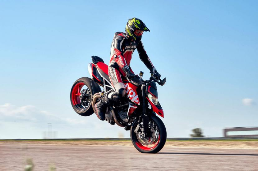 DUCATI HYPERMOTARD 950 RVE_ACTION_03_UC169741_Preview