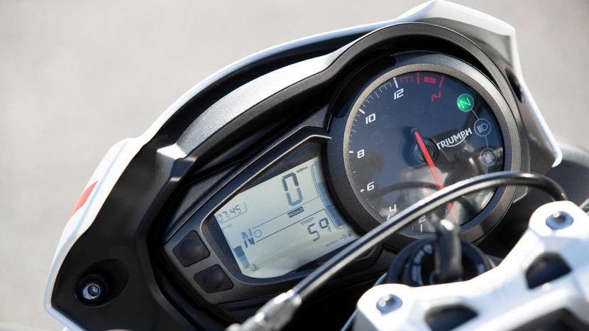 Street-Triple-S-20MY-Varient-Page-Riding-Modes-TFT-1410x793px