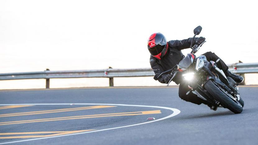 Street-Triple-R-Variant-Page---riding-modes-1410x793px