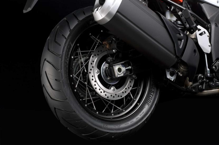 DL1050RCM0_rear_wheel