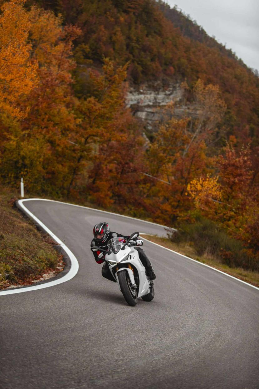 DUCATI_SUPERSPORT_950_S_AMBIENCE _9__UC210997_High