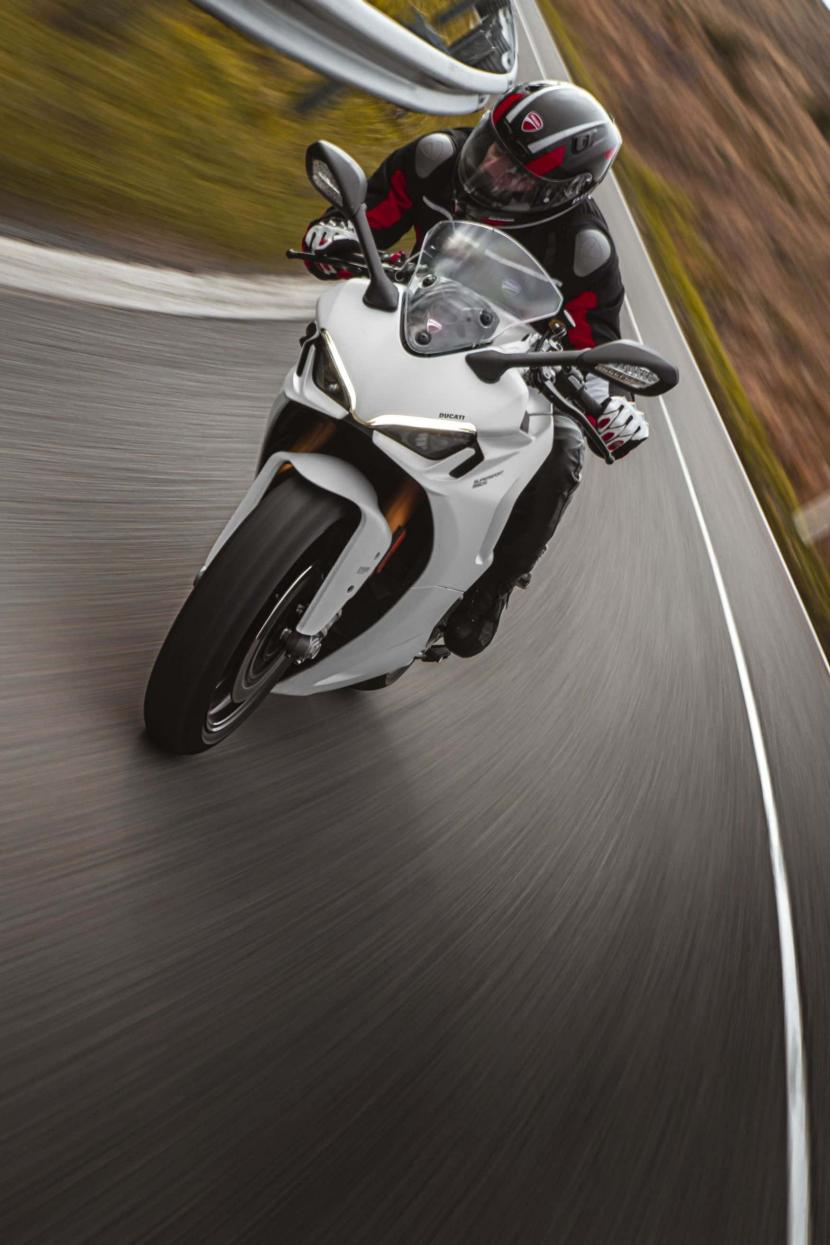 DUCATI_SUPERSPORT_950_S_AMBIENCE _15__UC210995_High