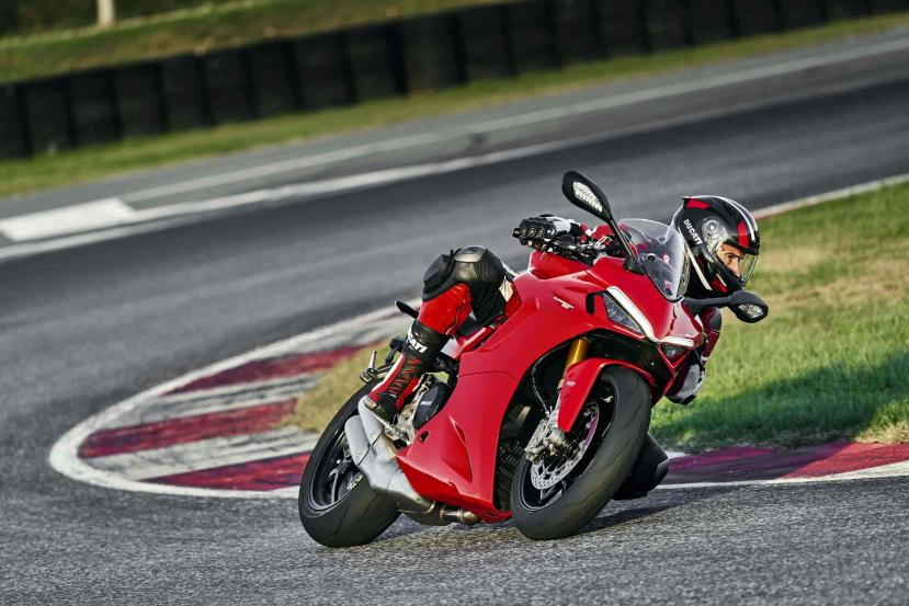 DUCATI_SUPERSPORT_950_S_AMBIENCE _28__UC210990_High