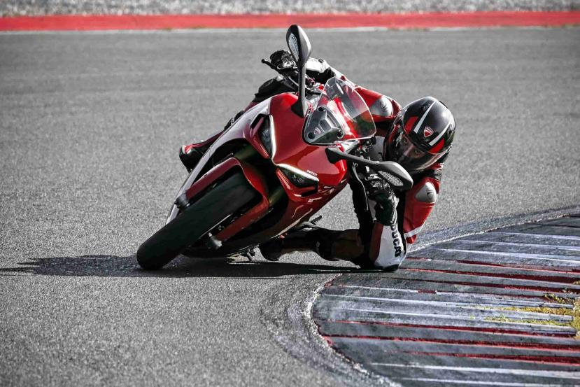 DUCATI_SUPERSPORT_950_S_AMBIENCE _16__UC210985_High