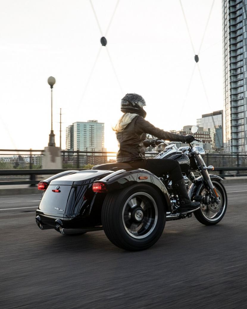 2021-freewheeler-motorcycle-k3