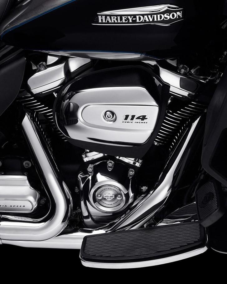2021-tri-glide-ultra-motorcycle-k1