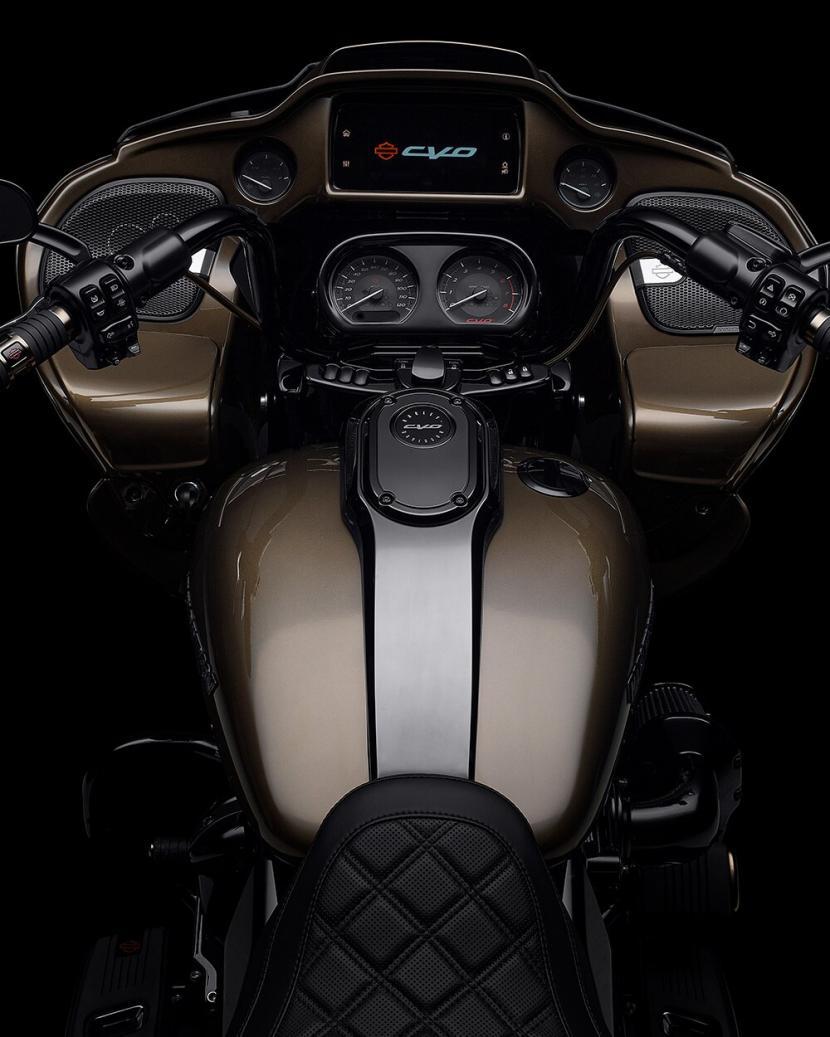 2021-cvo-road-glide-motorcycle-k4