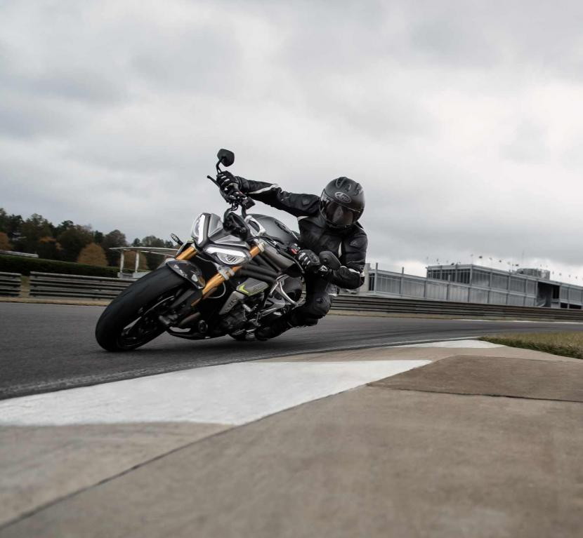 Speed Triple RS_MY21_AG0I5026_ML