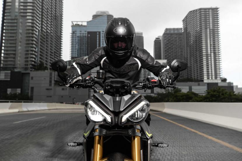 Speed Triple RS_MY21_AG0I7495_ML(1)