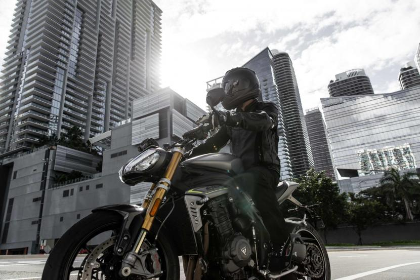 Speed Triple RS_MY21_AG0I8271_ML