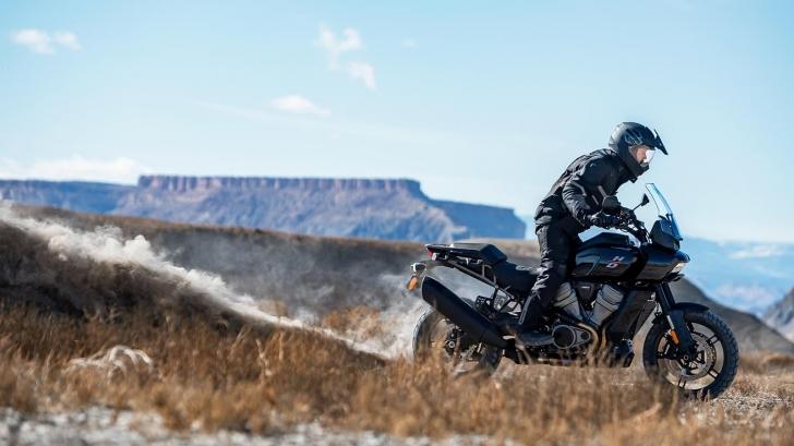 pan-am-riding-layered-mc-landscape-sm
