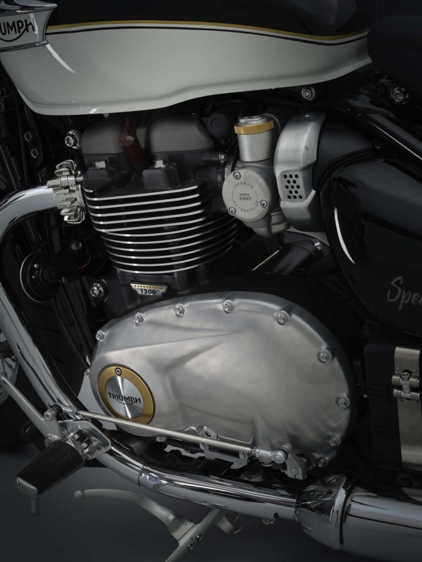 SpeedMaster_21MY_1953_BR_Details_portraitside_Highlights