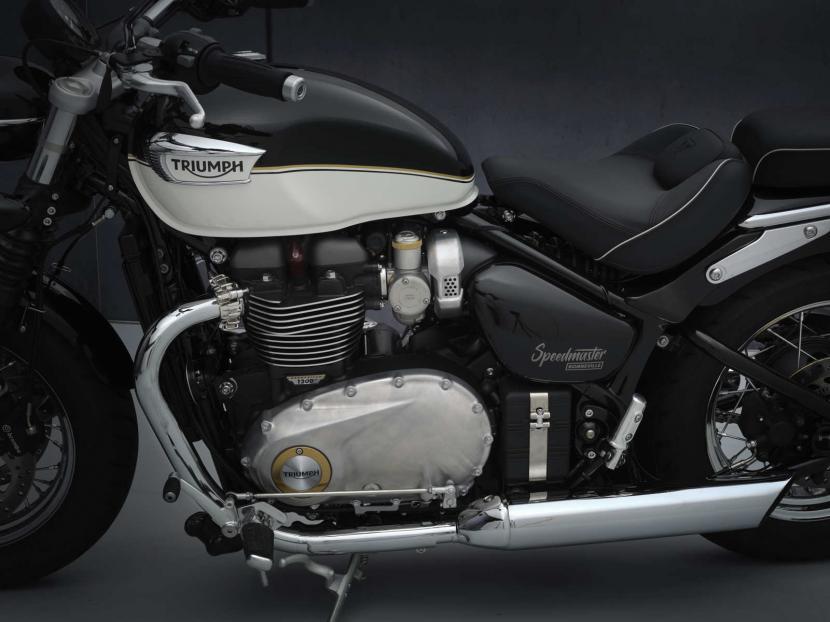 SpeedMaster_21MY_1949_BR_Details_Side_Master