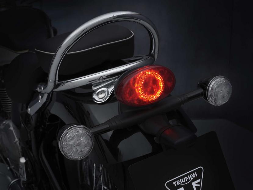 SpeedMaster_21MY_2011_BR_Details_Rearlight_light