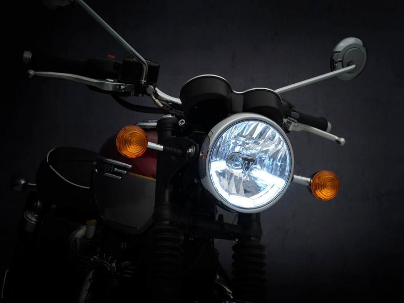 T120_21MY_2091_BR_Details_lamp_light