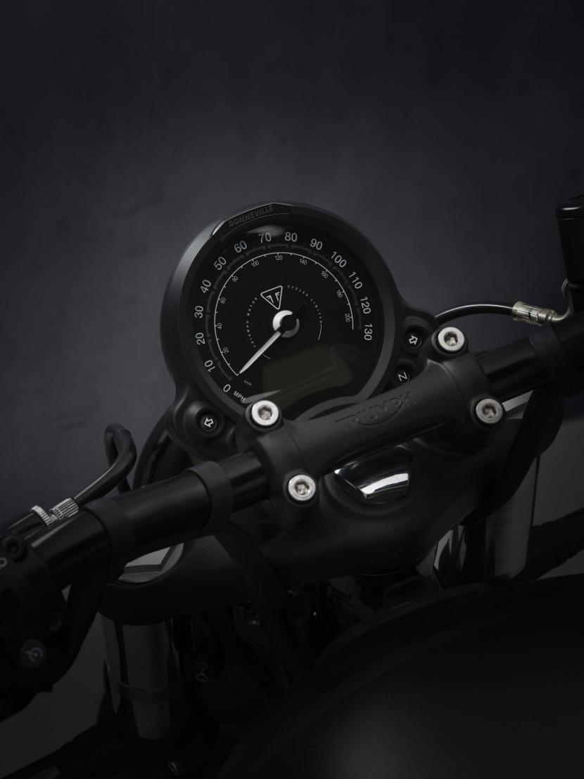 Bobber_21MY_2204_BR_Details_speedo_master