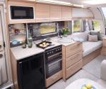 60fb610b5927funicorn-v-madrid-kitchen.jpg