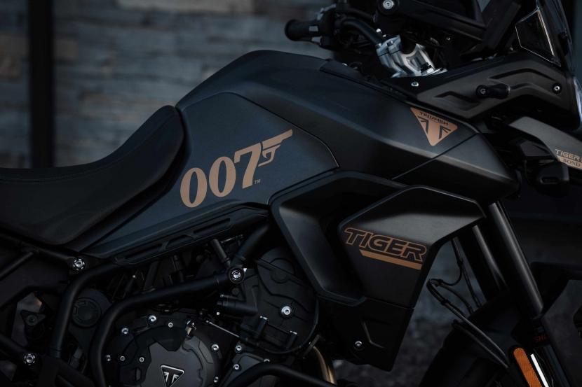 tiger-900-bond-edition3
