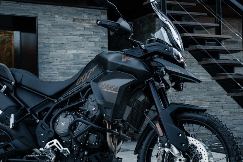 tiger-900-bond-edition11