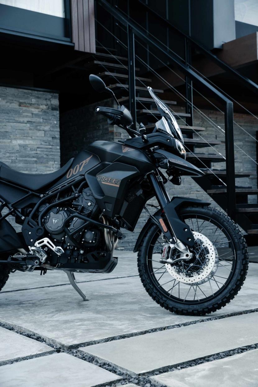 tiger-900-bond-edition10